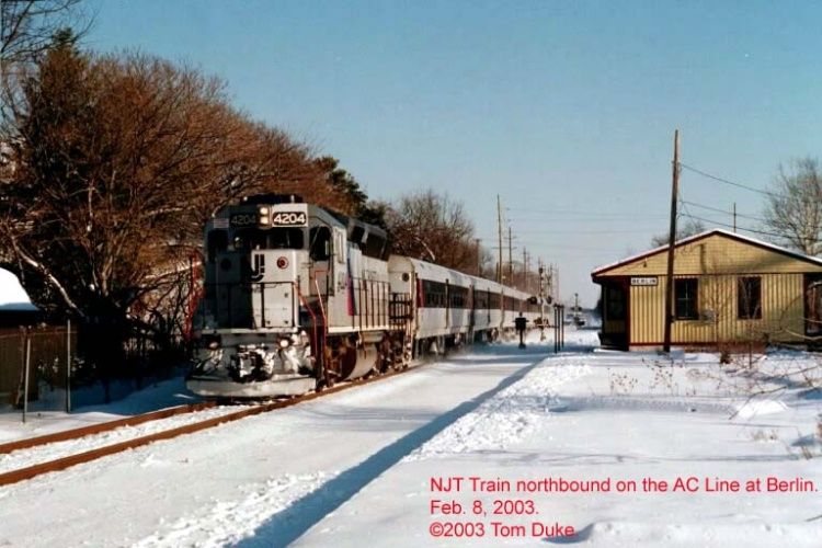 Atlantic City Line train at Berlin, NJ in 2003.  By Tom Duke.