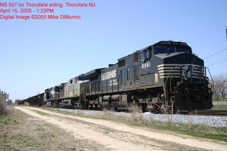 NS 507 outlawed on Thorofare siding.